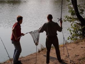 Рыбаки на рыба